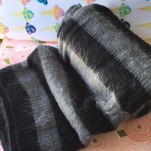 Urban Outfitters NWT Cozy B&W striped scarf/wrap🐼